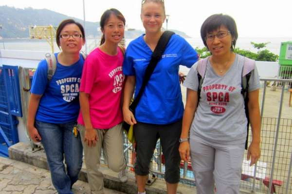 Dr. Polak worked with veterinary nurses from the Hong Kong SPCA.